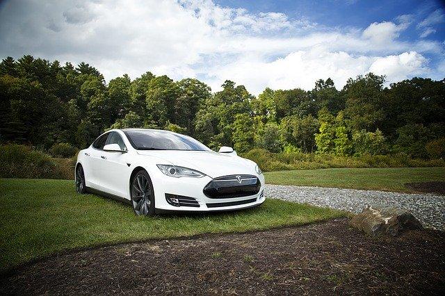 Automobily značky Tesla - kolik stojí?
